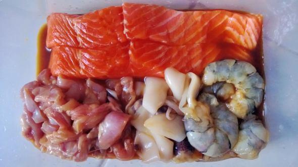 Salmon Fillet, Udang, Cumi, Ayam Fillet direndam saus Teriyaki